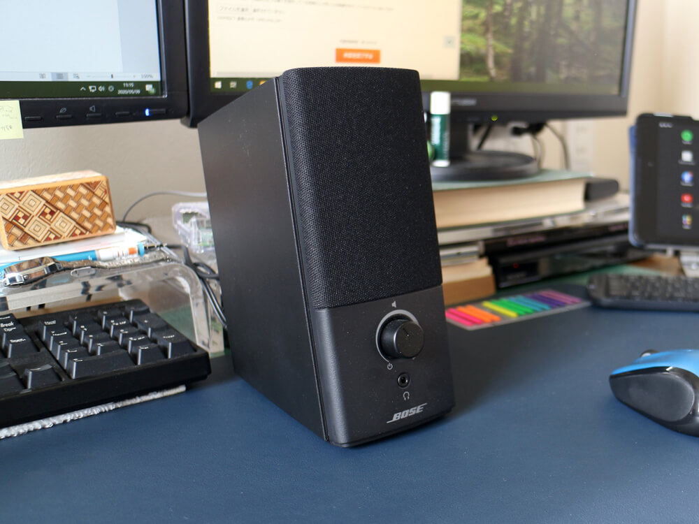 Bose Companion 2 Series IIIは、黒を基調とした誰もが納得できる良いデザイン