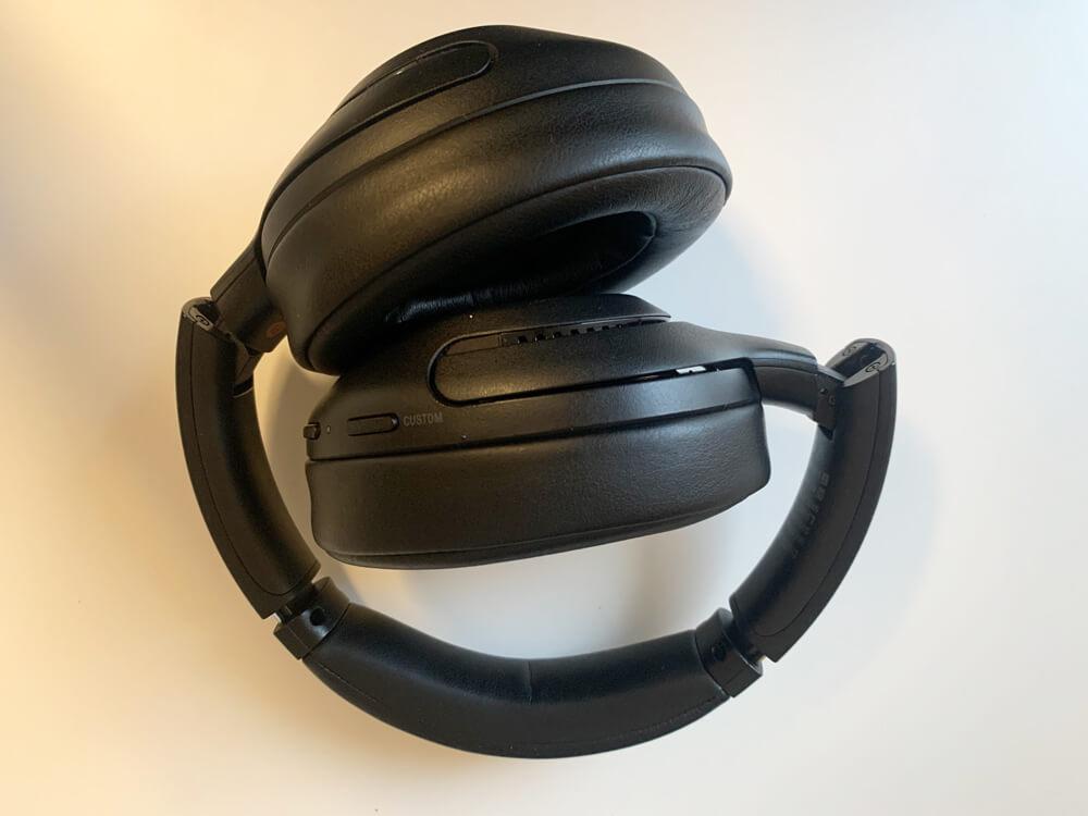 SONY WH-XB900Nの見た目は、シックで高級感があり、黒色なのでキズが目立たない