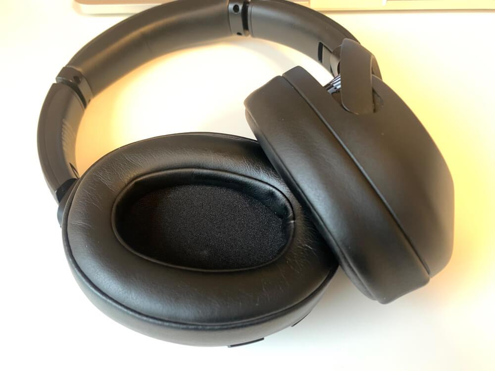 SONY WH-XB900Nは、密閉型なので汗をかく状況での使用は向いていない